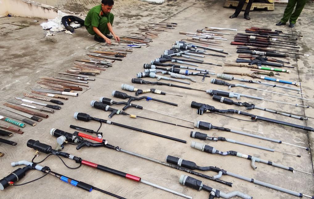 Vũ khí, đạn dược, vật liệu nổ